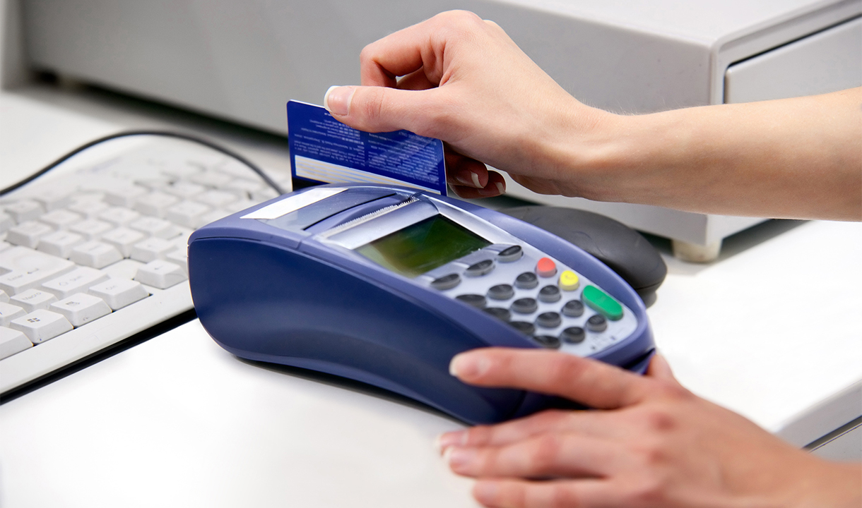 Merchant Processing a Card Payment Using Elavon's Integrated Payments Technology System