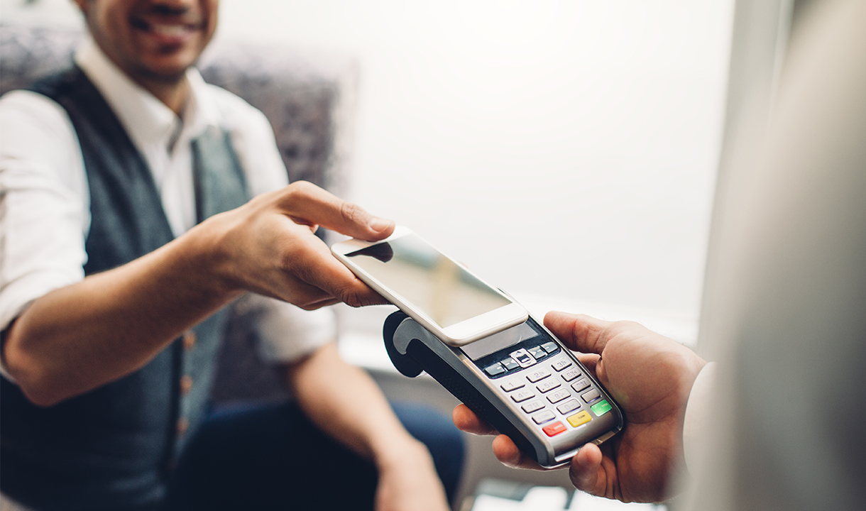 Customer Making a Mobile Wallet Payment Using Elavon's Integrated Payment Technology Solution